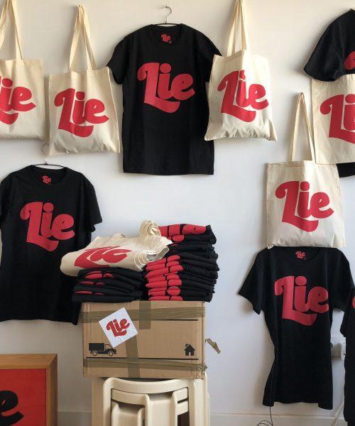 3º Edición LIE. Camiseta con bolsa de tela ( serigrafiadas). Edición limitada 50 unidades.